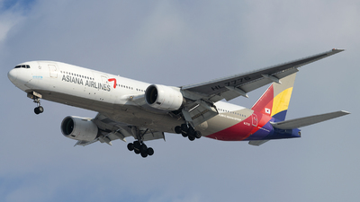 HL7775 - Boeing 777-28E(ER) - Asiana Airlines