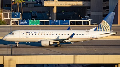 A picture of N109SY - Embraer E175LR - United Airlines - © Alexander Owen