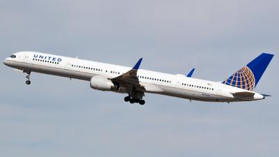 N57864 - Boeing 757-33N - United Airlines