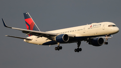 N6707A - Boeing 757-232 - Delta Air Lines