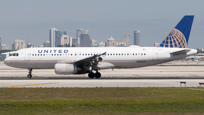 A picture of N420UA - Airbus A320232 - United Airlines - © Mark Lawrence