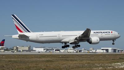 A picture of FGSQM - Boeing 777328(ER) - Air France - © Juan Camilo Rojas