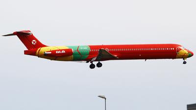 A picture of OYRUE - McDonnell Douglas MD83 - DAT - © JiZei