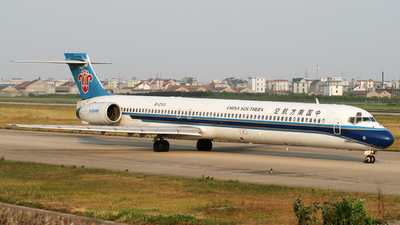 B-2100 - McDonnell Douglas MD-90-30 - China Southern Airlines