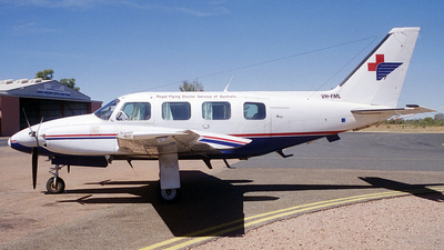 VH-FML - Piper PA-31-310 Navajo C - Royal Flying Doctor Service of Australia (Central Section)