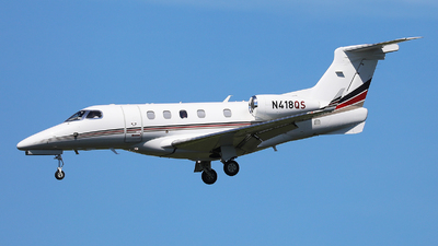 A picture of N418QS - Embraer Phenom 300 - NetJets - © Harley Guo
