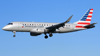 A picture of N432YX - Embraer E175LR - American Airlines - © Eddie Heisterkamp