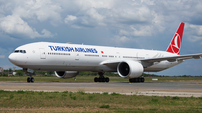 A picture of TCLJC - Boeing 7773F2(ER) - Turkish Airlines - © Robert Dumitrescu