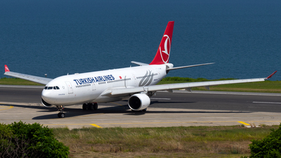 A picture of TCJIR - Airbus A330223 - Turkish Airlines - © Alperen Yeni