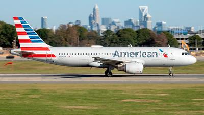 N104UW - Airbus A320-214 - American Airlines