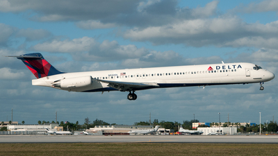 N940DL - McDonnell Douglas MD-88 - Delta Air Lines
