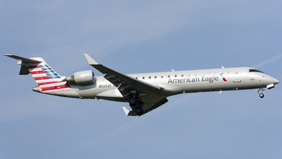 A picture of N500AE - Mitsubishi CRJ701ER - American Airlines - © Wes B