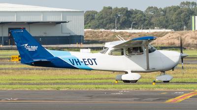 A picture of VHEOT - Cessna 172S Skyhawk SP - [172S10317] - © Dallas Presser