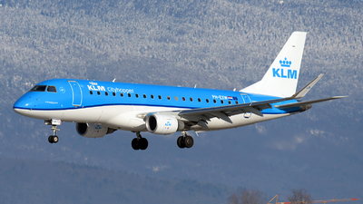 A picture of PHEXW - Embraer E175STD - KLM - © Paul Denton