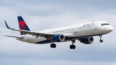 A picture of N352DN - Airbus A321211 - Delta Air Lines - © Evan Dougherty