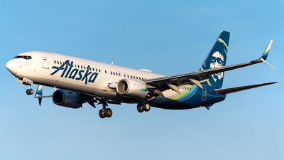 A picture of N272AK - Boeing 737990(ER) - Alaska Airlines - © Evan Dougherty