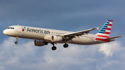 N195UW - Airbus A321-211 - American Airlines