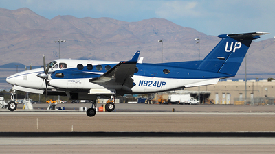 N824UP - Beechcraft B300 King Air 350i - Wheels Up