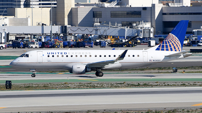 A picture of N130SY - Embraer E175LR - United Airlines - © Rocky Wang