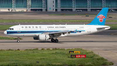 A picture of B6263 - Airbus A320214 - China Southern Airlines - © Leng Hao