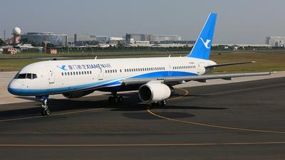 A picture of B2862 - Boeing 75725C - Xiamen Air - © Qiao Zheng