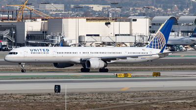 A picture of N57855 - Boeing 757324 - United Airlines - © Yixin Chen