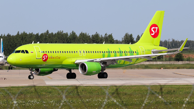 A picture of VPBOM - Airbus A320214 - S7 Airlines - © Vitaly Revyakin