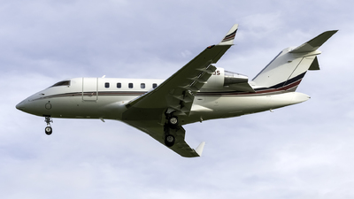 A picture of N220QS - Bombardier Challenger 650 - NetJets - © Connor Ochs