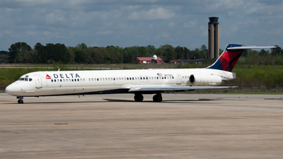 A picture of N970DL - McDonnell Douglas MD88 - [53173] - © Devin   Charleston Spotter