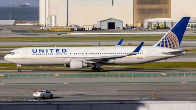 A picture of N660UA - Boeing 767322(ER) - United Airlines - © Tyler Su