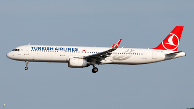 A picture of TCJSS - Airbus A321231 - Turkish Airlines - © Oliver Richter