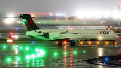 N913DN - McDonnell Douglas MD-90-30 - Delta Air Lines