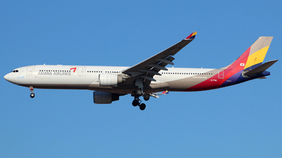 HL7795 - Airbus A330-323 - Asiana Airlines