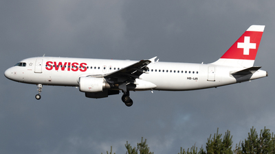 A picture of HBIJR - Airbus A320214 - Swiss - © PAUL LINK