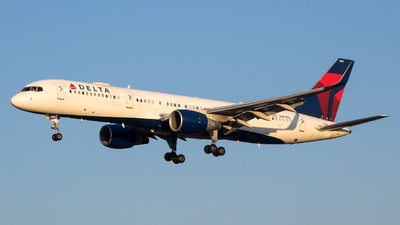 A picture of N699DL - Boeing 757232 - Delta Air Lines - © Stephen J Stein