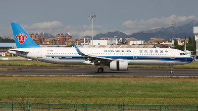 A picture of B1092 - Airbus A321271N - China Southern Airlines - © SEN BAI