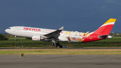 A picture of ECMJA - Airbus A330202 - Iberia - © Jean Carlo Mosquera