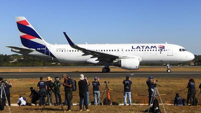 PR-TYI - Airbus A320-214 - LATAM Airlines