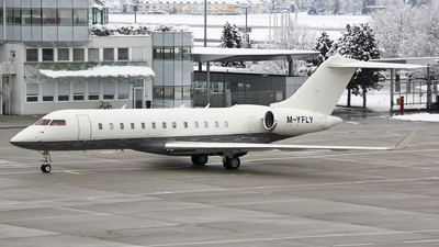 M-YFLY - Bombardier BD-700-1A10 Global Express - Private
