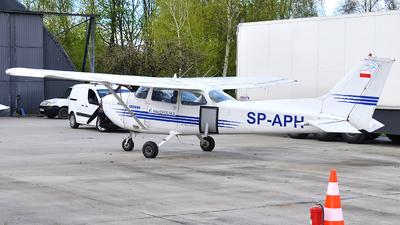 SP-APH - Cessna 172S Skyhawk - Private