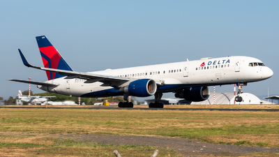 A picture of N695DL - Boeing 757232 - Delta Air Lines - © Juan Pablo MS