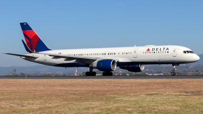 A picture of N672DL - Boeing 757232 - Delta Air Lines - © Kenneth Mora Flores KMF777