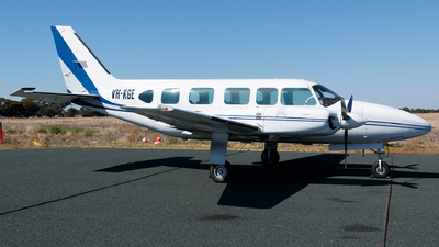 VH-KGE - Piper PA-31-350 Navajo Chieftain - Private