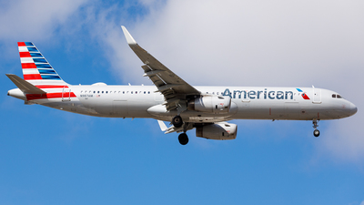 A picture of N987AM - Airbus A321231 - American Airlines - © Martin Pinnau
