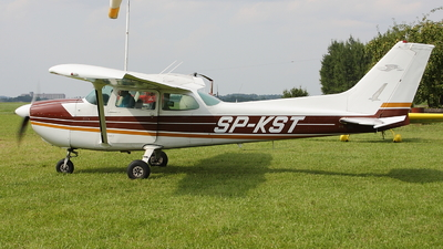 SP-KST - Cessna 172 Skyhawk - Private