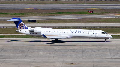 A picture of N511MJ - Mitsubishi CRJ701ER - United Airlines - © Rocky Wang