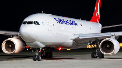 A picture of TCJOZ - Airbus A330243F - Turkish Airlines - © Simon Prechtl
