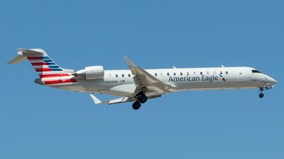 A picture of N630SK - Mitsubishi CRJ701ER - American Airlines - © Lorenzo P
