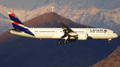A picture of CCBGB - Boeing 7879 Dreamliner - LATAM Airlines - © Claudio Pérez SpotterPrado