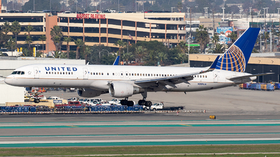 N589UA - Boeing 757-222 - United Airlines